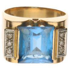 18 kt yellow gold ring set with blue topaz and 6 rose cut diamonds - Ring size 19.5 mm