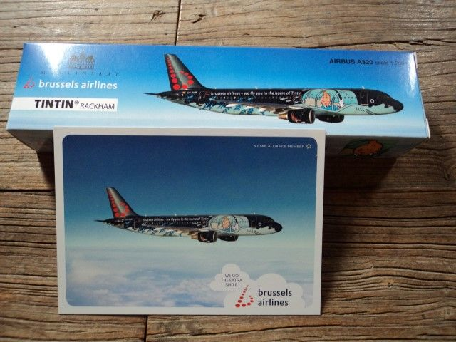 Hergé - Model plane Brussels Airlines + postcard - Airbus A320 Rackham - Tintin (2016)