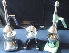 Lot of three retro juicers with lever