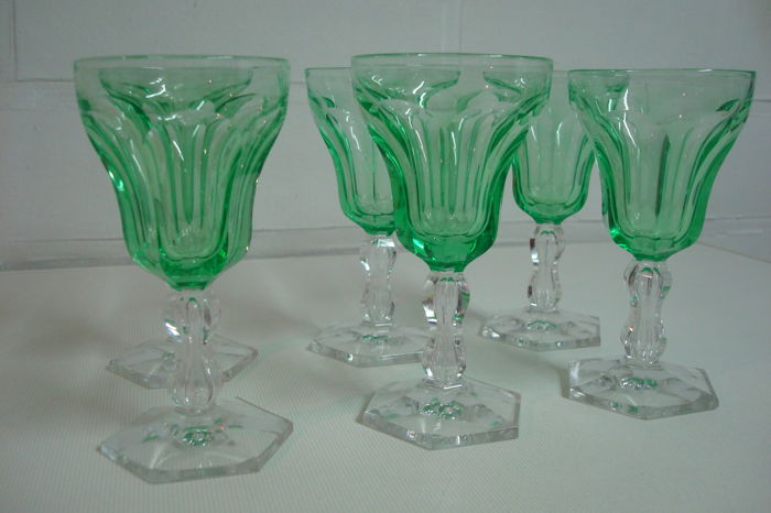 6 Val Saint Lambert crystal wine glasses, model 'Lalaing côtes plates', in uranium light-green colour, Belgium, early 20th century