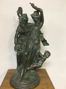 Two Goddesses and a Putti - patinated bronze sculpture - End 19th century - France