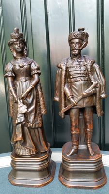 Two beautiful bronze-coloured terracotta sculptures, depicting a nobleman and -woman - early 20th century