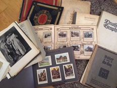 Lot of cigarette picture albums from 1952/1938 third Richter folder with French art, a Stollwerk album, German graphics and  pictures from old Linz