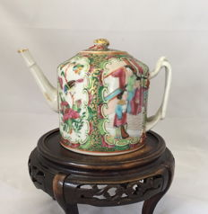 Kanton Elegant Teapot - China - 19th century