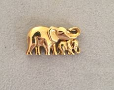 """Cartier - """"Elephant Mère et enfant"""" (elephant mother and child) brooch/pendant in 18 kt Yellow Gold - 3.4 cm"""