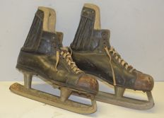 Boots for ice skating. Vintage, from the 1940s/50s - Italy