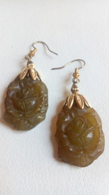 Earrings made of jade and silver