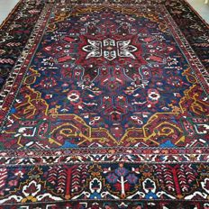 Fantastic semi-antique XXL Bakhtiar Persian carpet – 370 x 285  – with certificate