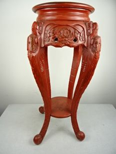 Red lacquer side table - Japan - around 1930