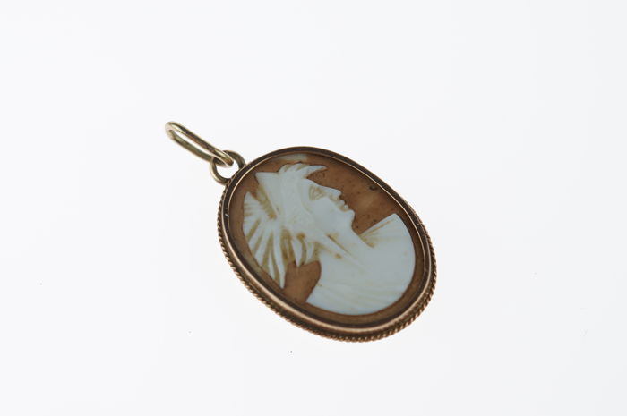 14 kt Gold Shell Cameo Pendant - Antique - 25mm