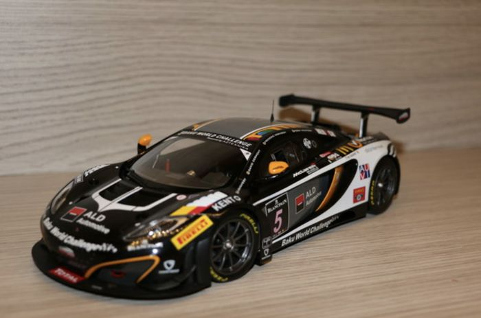 Minichamps - Scale 1/18 - Mclaren GT3 #5 24H Spa 2013