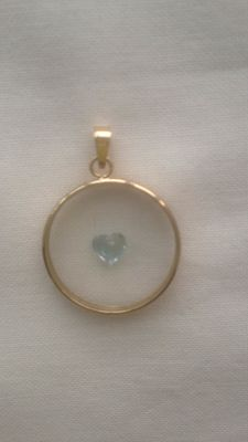 Yellow gold pendant with topaz