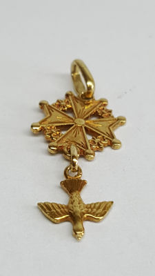 14 kt gold pendant with a Maltese cross and dove.