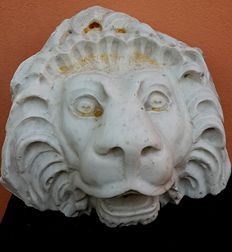 Lion's head (mask) in white marble - Italy, first half of the 20th century