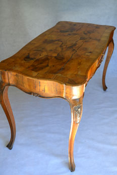 Walnut writing desk with briar top - Italy - early 20th century