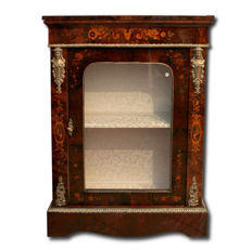 English Victorian glass cabinet with Dutch inlays in walnut root - first half of the 19th century.