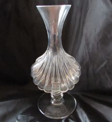 Baccarat vase in the shape of a scallop shell on a pedestal, Venetian style, Baccarat, 20th century