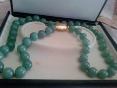 Necklace in genuine jadeite / jade – very large jade bead, approx. 12 mm, dating back to circa 1955, 115 grams