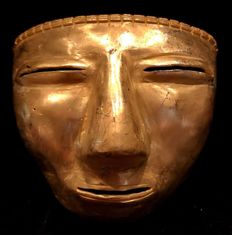 An impressive Tumbaga Gold artifact , Colombian Quimbaya Culture  - 77 x 87 x 40  mm ,  73,46 grams ,   A quimbaya warrior funerary mask