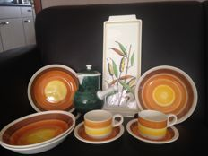 "Set of ""GIEN, France"" chocolate fondue, 2 cups with saucers, 4 deep plates and cake dish - 50s/60s"
