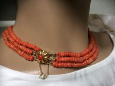 Necklace with 100% genuine old red coral and old antique gold clasp