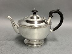 Silver plated teapot with classic edge, Sheffield, England, ca. 1935