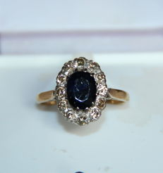 18 kt gold ring with sapphire and diamonds – no reserve price.