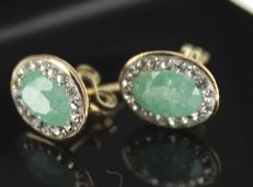 14 kt Yellow gold summer earrings, inlaid with zirconia and rough emerald, 6 x 9 mm