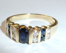 Summery stacking ring made from 18 kt / 750 gold with 0.36 ct of diamonds (G) + 3 sapphires