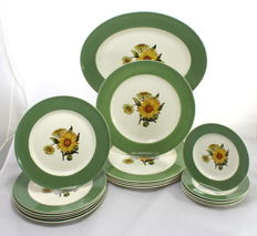 Retro Wedgwood Sunflower Dinner Set with Serving Platter - 18 Items