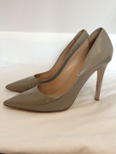 Diane von Furstenberg court shoes