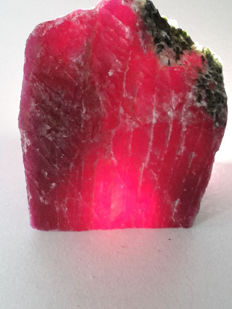 Rough red ruby - 30x27x19 mm -221,6 ct