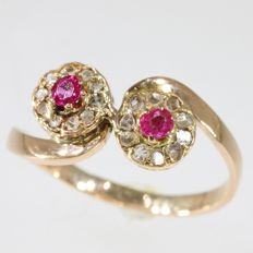 Victorian 'toi et moi' gold engagement ring with diamonds and red strass stones - Anno 1890