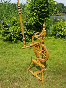 Original antique spinning wheel - Holland - early 20th century