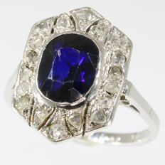 White gold Art Deco ring with diamonds and sapphire, anno 1920