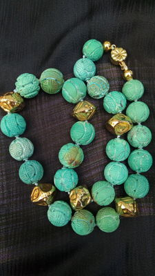Carved necklace with turquoise coloured beads and 925 silver, length: 56 cm