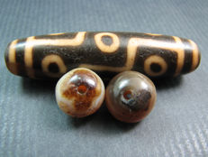 3 agate dzi beads or prayer beads - Himalayan regions - 500 AD and second half of the 20th century.