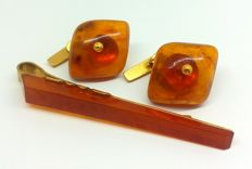 Set of vintage cognac Amber: 2 cuff links and tie clip, 20th century