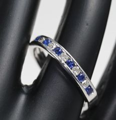 14 kt White Gold diamond and Blue Sapphire ring  – ring size 17 NL