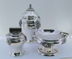 Smoking set in silver - Pot, ashtray and lighter, 20th century.
