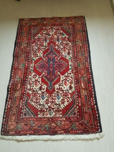 Beautiful hand-knotted Persian rug, 127 x 82 cm