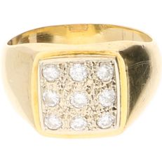 18 kt Yellow gold signet ring set with diamonds of approx. 0.27 ct – Ring size: 15.75 mm