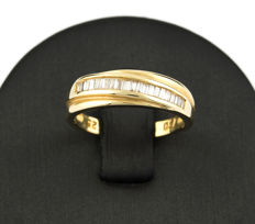 Ring – 18 kt yellow gold – Baguette-cut diamonds – inner diameter: 16.85 mm