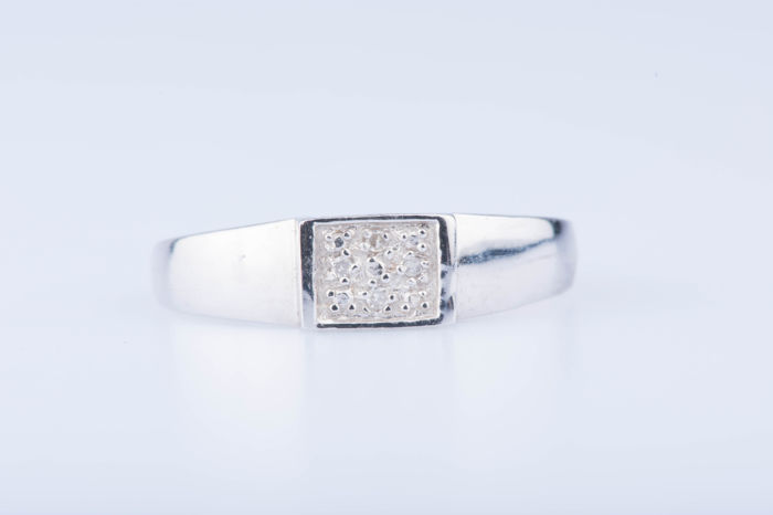 Ring in 18 kt white gold, 4 diamonds, approximately 0.04 ct