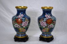 Pair of cloisonné vases – China – Second half of 20th century.
