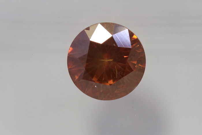 Vivid Orangy Red Diamond – 0.72 ct – SI2