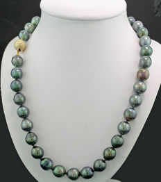 Tahitian pearl necklace, anthracite grey Tahitian pearls with grey shimmer with diamond clasp, 585 yellow gold -- no reserve --