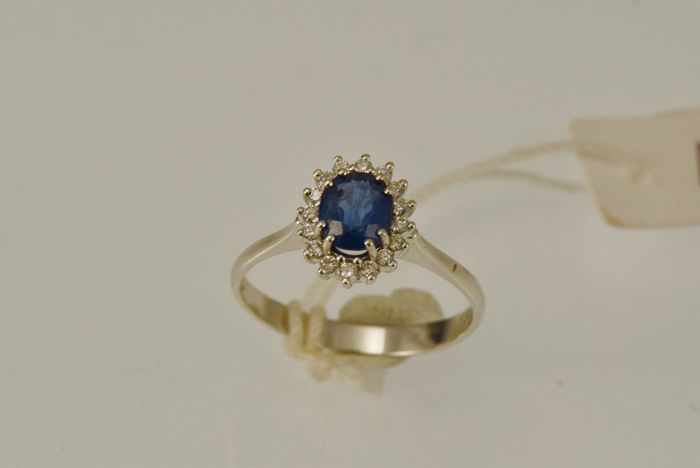 18 kt gold ring with 0.93 ct Certified Blue Sapphire and 0.16 ct Diamonds – Size 14