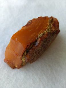 A beautiful old and rare piece of Baltic amber - egg yolk/reddish colour - 73 x 35 x 34mm - 43,59 g