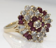 Diamond and ruby ring in 14 karat yellow gold -no reserve price-